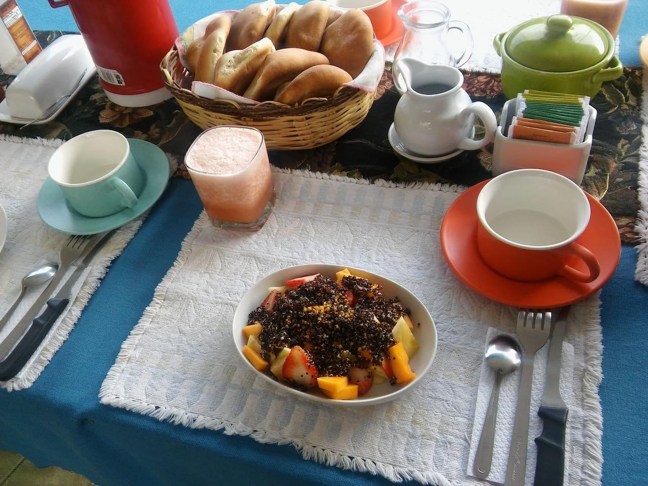 Every day a different homemade breakfast! / Cada día un desayuno casero diferente!