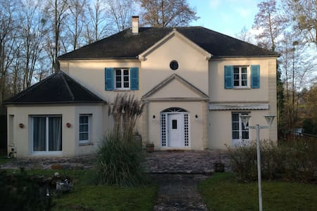 Comfortable private room in house - Villers-sur-Coudun - Rumah