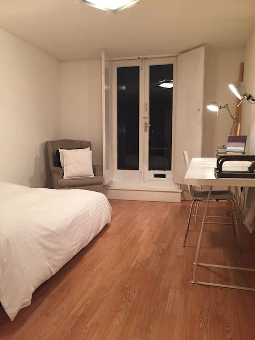 A master bedroom with a terrace flats for rent in london london united kingdom Master bedroom with terrace