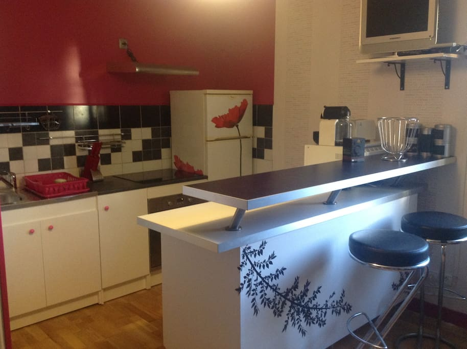 Shared kitchen with electric cooker, fridge, cupboards, microwave oven and TV.