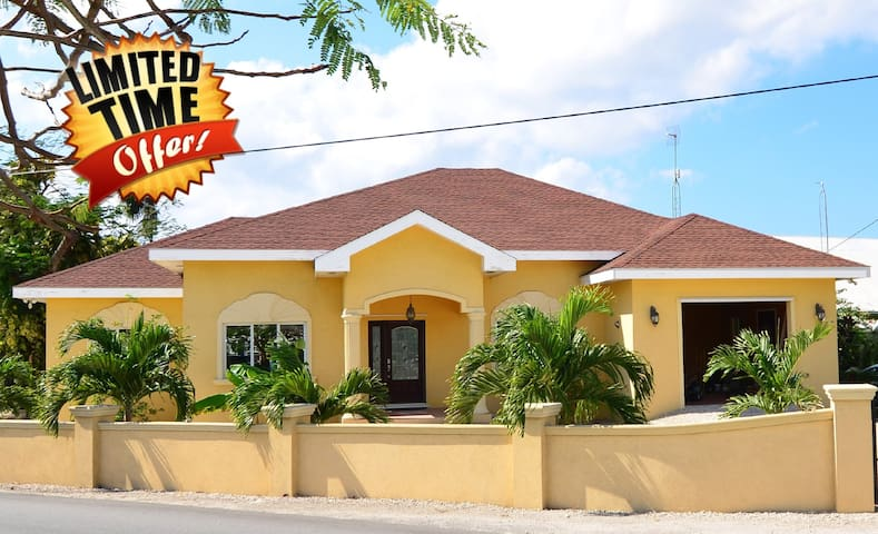 5 BR, Close to beaches and shops! Sleeps 14! - West Bay - Casa