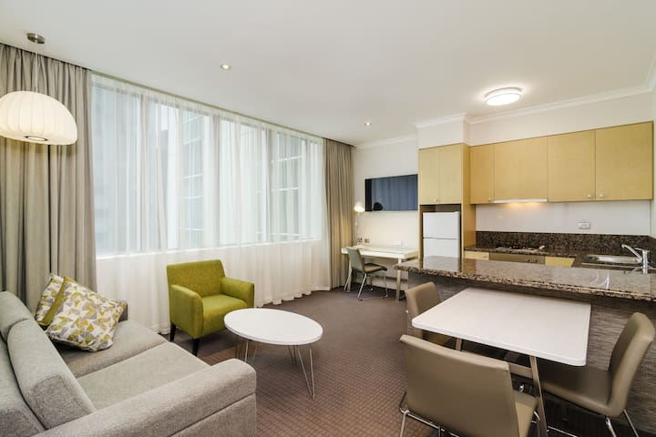 1 Bedroom Suite in Melbourne CBD - 7 Nights min.