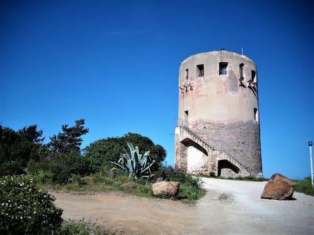 Torre di guardia  spagnola contro invasioni moresche a Porto Corallo Villaputzu