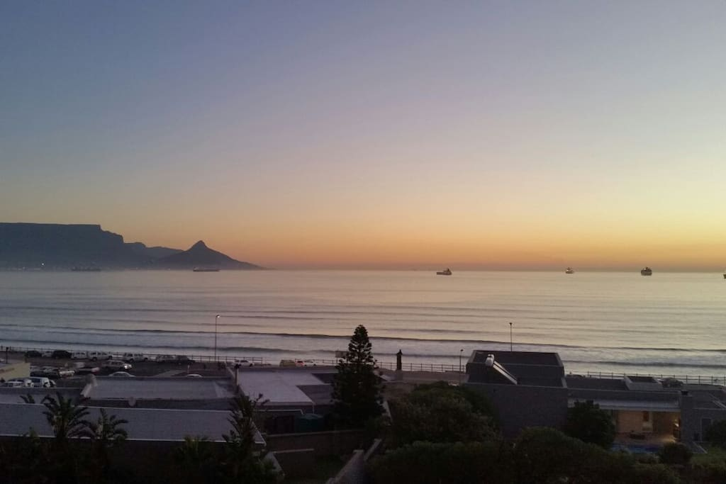 Sit back and relax to the sound of the ocean, view the awesome mountain and ships as the sun sets with a glass of wine or ice cold beer.  Just what you want when on holiday.