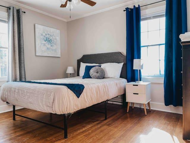 Bedroom #2: 1 queen bed