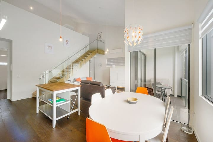 The Loft- Very Chic 3 bedroom  apartment near city