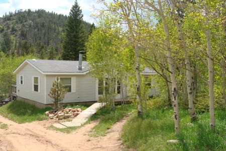 Black Bear Hollow is a dog friendly retreat! - Red Feather Lakes - Casa