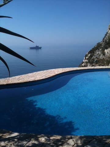Cliff house with stunning sea view - Portinho da Arrábida - Huis