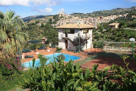 LR5B4 Luxury Family room suite 5* - San Piero Patti
