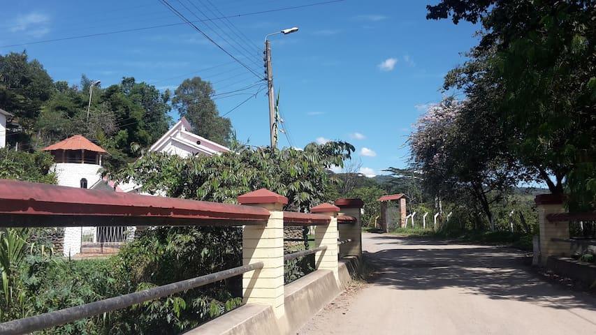 Hermosa casa de campo con caminatas incluidas! - Puente Nacional - Nature lodge