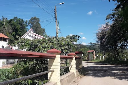 Hermosa casa de campo con caminatas incluidas! - Puente Nacional - Naturstuga