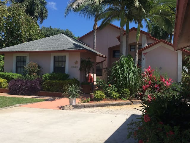 Private home close to everything - Lake Worth - Huis