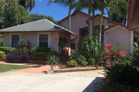 Private home close to everything - Lake Worth