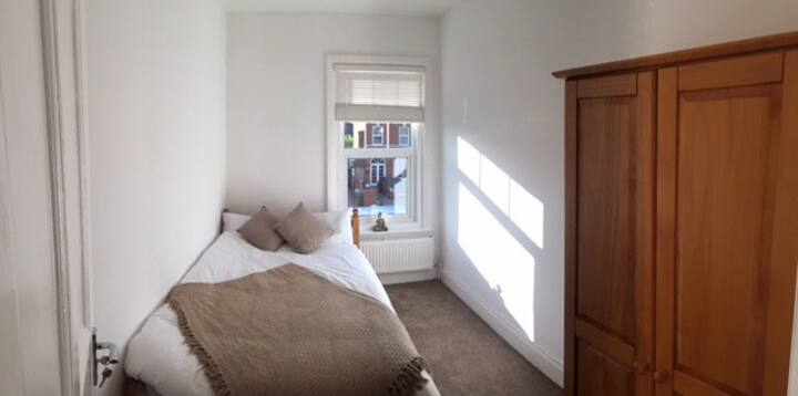 Comfortable Double Room in Large House!
