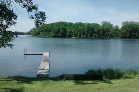 Cozy Cabin on serene lake - Kisház