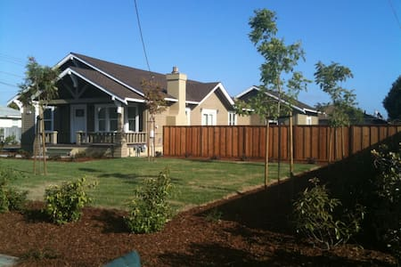 Remodeled + Healthy Craftsman Home - Hayward