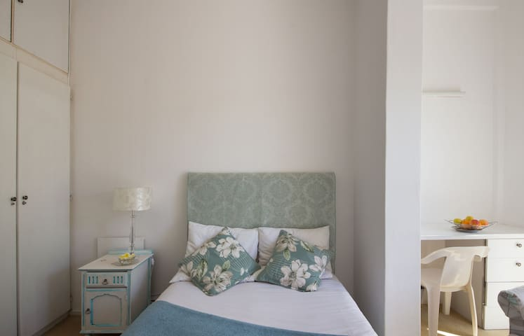 Lovely delighful Sunny Spacious comfy Double Room - Kapstadt - Haus