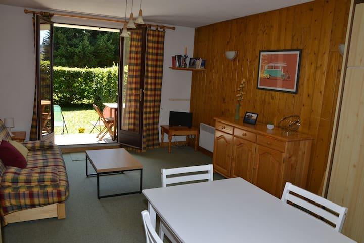 Studio 30m2 4-5 pers + jardin, prox village-pistes