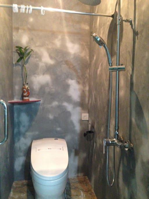 卫生间的手工墙,水淋后油画感觉
