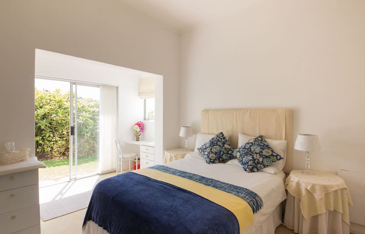 Spacious, sunny double room - Cape Town - Hus