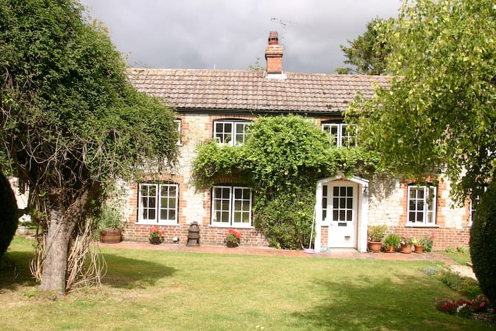 Laundry Cottage, Woolstone - Woolstone - House
