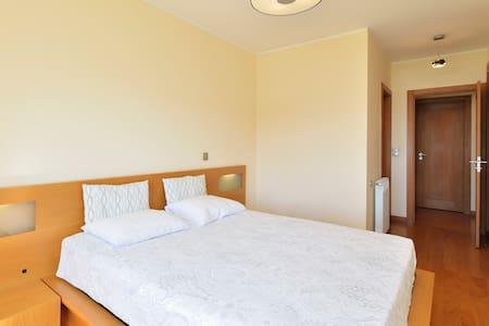 Room between the beach and downtown - Matosinhos - Wohnung