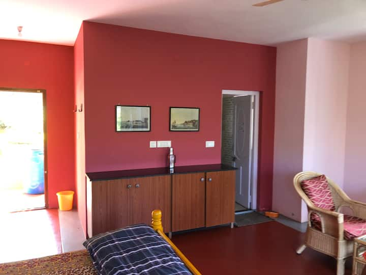 Fuschia Spacious  Room 1