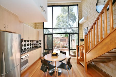 Chic Subi Pad - Subiaco - Townhouse
