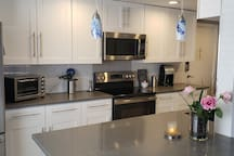 Fully remodeled condo with fully equipped kitchen
