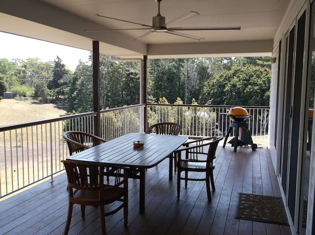 Balcony with enormous fan, BBQ and rural view - yet 4 minutes to shopping centre at Bli Bli