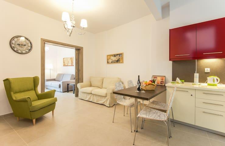 Navarinou downtown apartment