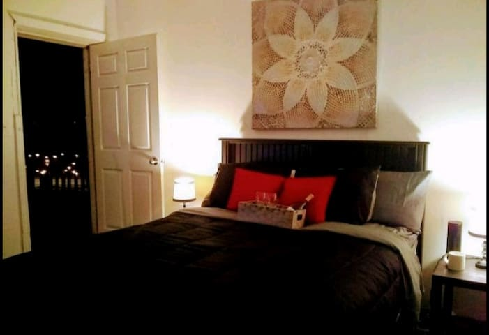 Queen Bed room with Patio