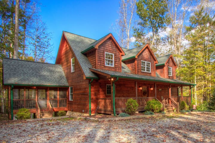 Luxurious Mountain Living 4BR/4BA, Lakes, Hiking..