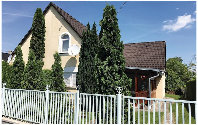 Semi-Detached with 2 bedrooms on 61m² in Balatonmáriafürdö