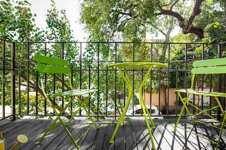 Bright Space w Balcony Downtown!! - Savannah - Departamento