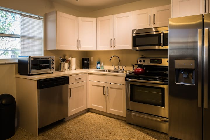 Private, Quiet 1BR w/Real Kitchen & Central Air - Fort Lauderdale - Flat