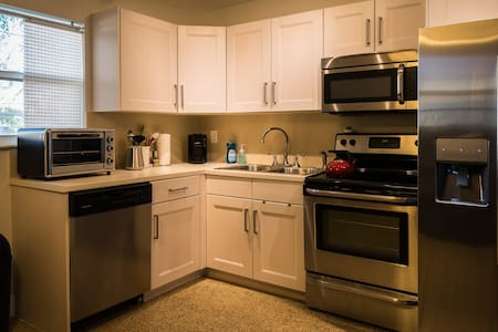 Private, Quiet 1BR w/Real Kitchen & Central Air - Fort Lauderdale