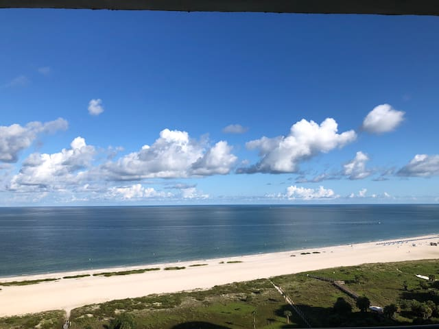 Beachfront Penthouse 2 br Condo with Amazing Views