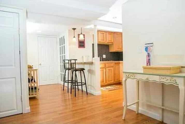 Private and comfy apt between Salem and Boston - Lynn - Huis