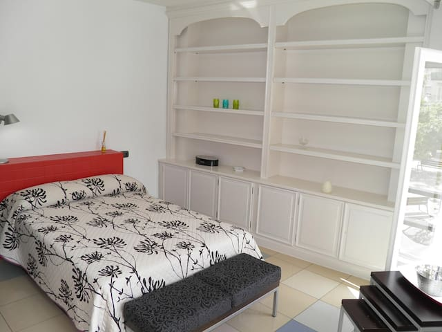"""Tocant l'Històrica vila """"El Primer"""" - Cambrils - Apartment"""