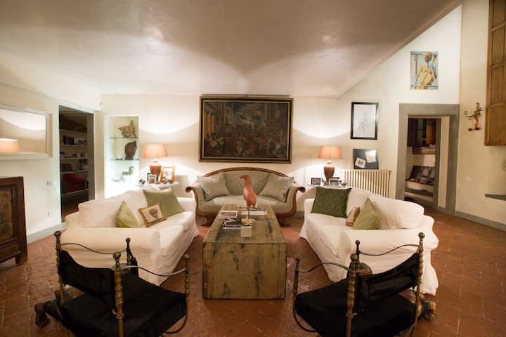 Large Penthouse in heritage Palazzo