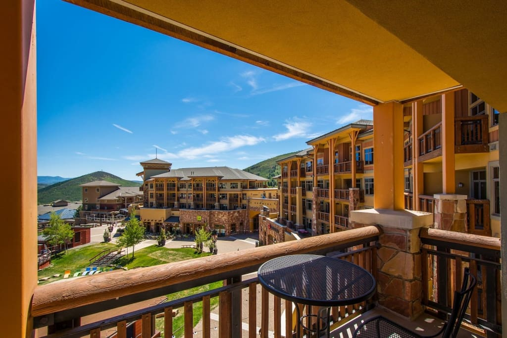 If you are traveling with family or vacationing with friends, our Sundial condo at the base of Canyons Resort is the ideal vacation retreat for you.