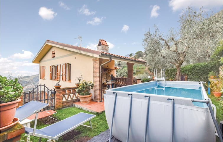 Semi-Detached with 1 bedroom on 35m² in Camaiore -LU-