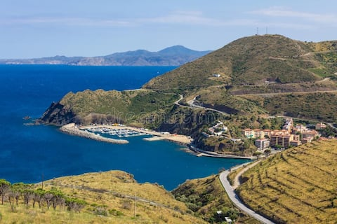 Apartment in Portbou a few meters from the sea