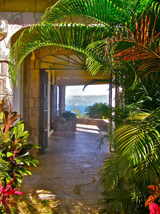 Entrance with view of Caribbean