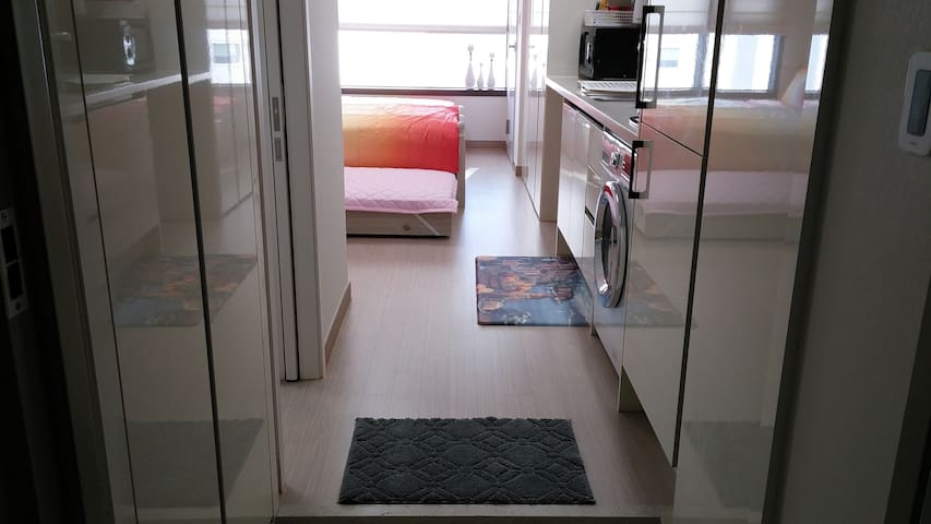 Near KTX Busan Station. DY HOUSE 5. NEW OPEN. - Huoneisto