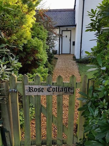 Rose Cottage with leisure club pass. Dog friendly