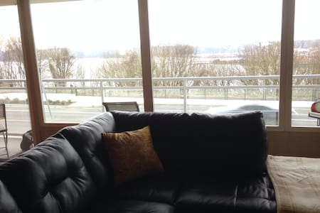 Convenient 2bd with beautiful view! - Tacoma - Appartement