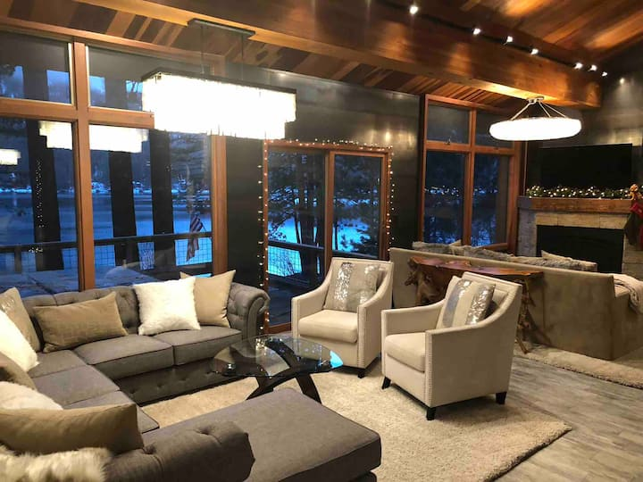 Donner Lakeside Home/Hot Tub/60ft to Lake!
