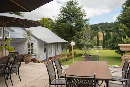 Sillygoose Park Country Cottage - Burradoo - Inap sarapan